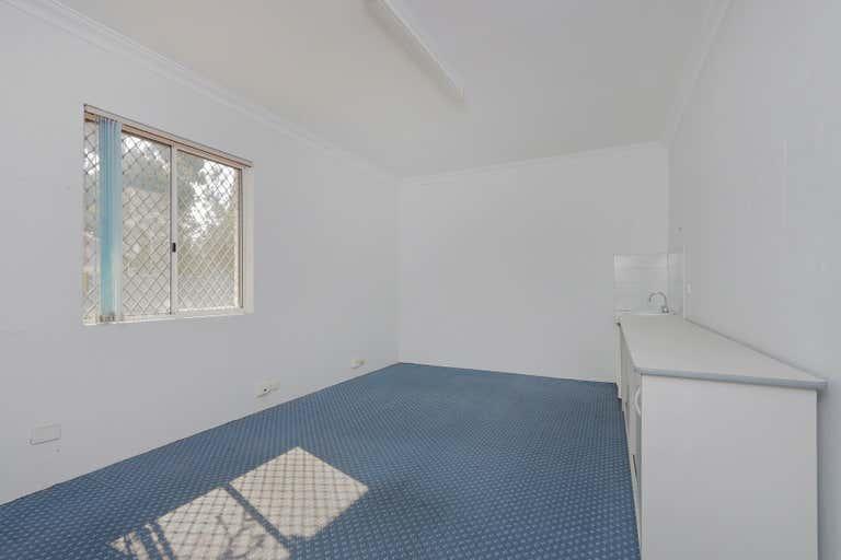 2/9 Archibald Street Willagee WA 6156 - Image 4