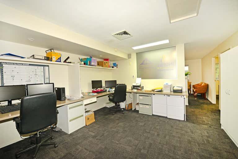 Suite 4/66 Poinciana Avenue Tewantin QLD 4565 - Image 3