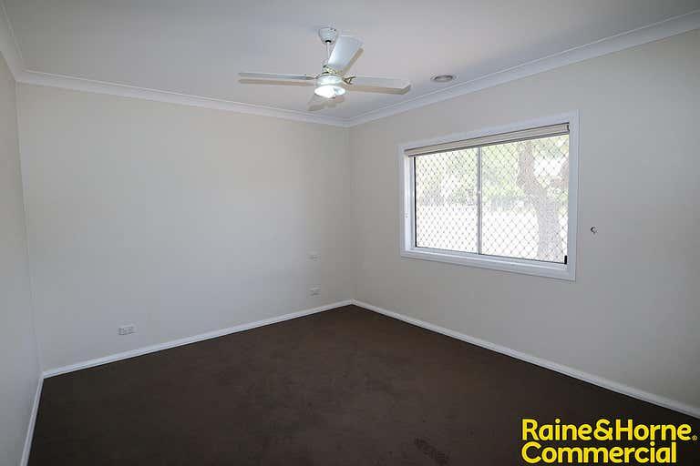 1/82 Thorne Street Wagga Wagga NSW 2650 - Image 4