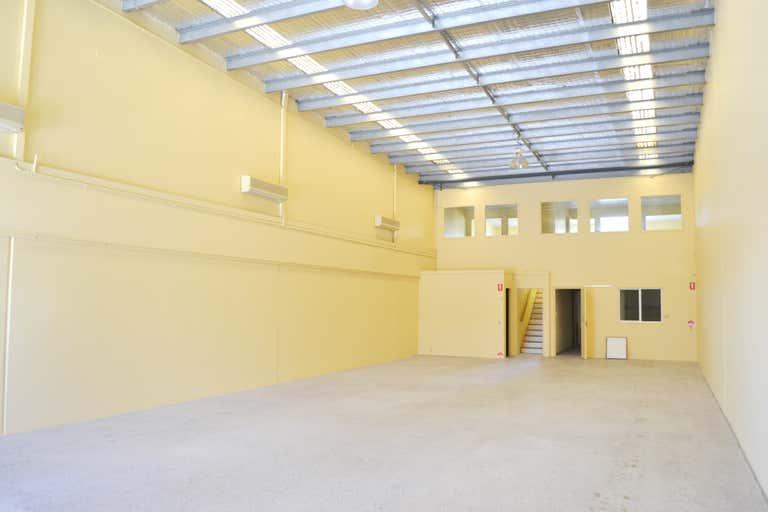 2/6 Ereton Drive Arundel QLD 4214 - Image 1