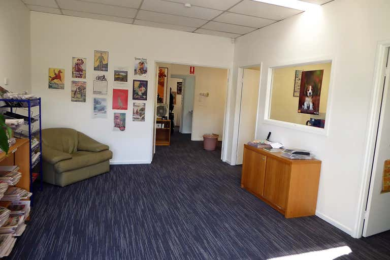 2/560 David Street Albury NSW 2640 - Image 2