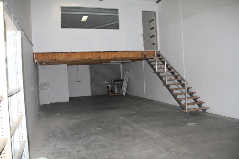 8/27 Dover Drive Burleigh Heads QLD 4220 - Image 2