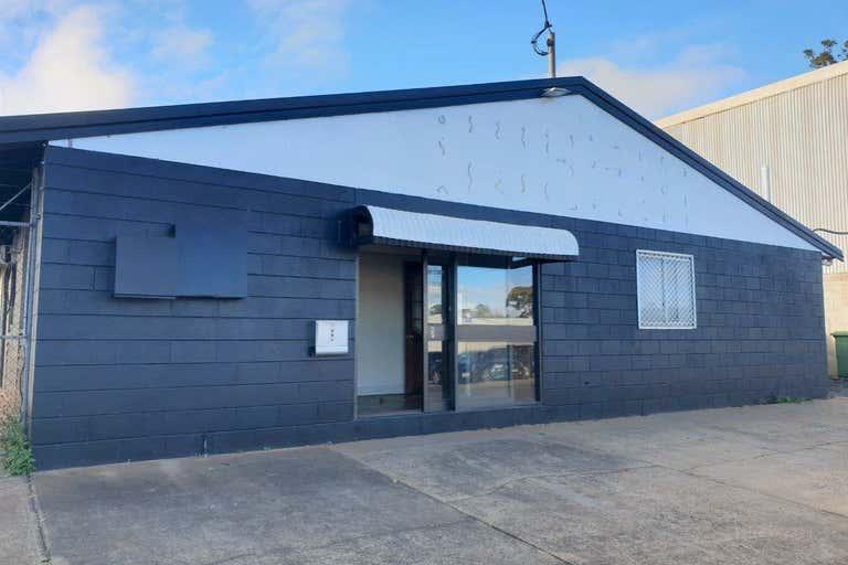 2/139 North Street Harlaxton QLD 4350 - Image 3