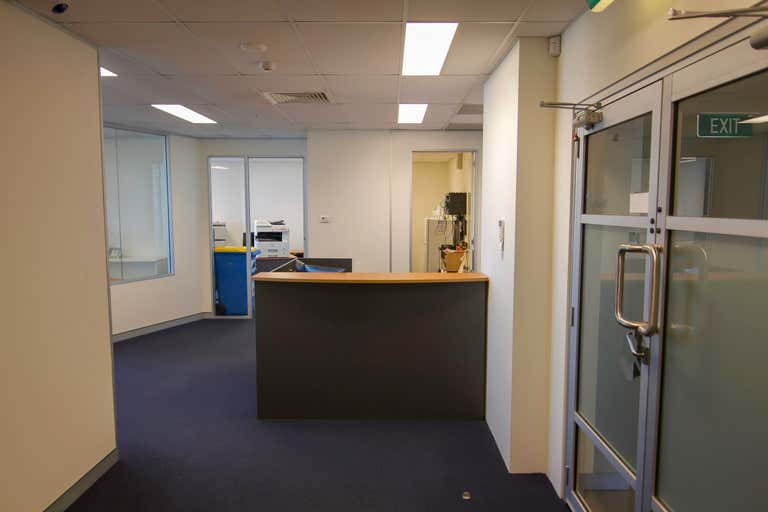 30905/27 Garden Street Southport QLD 4215 - Image 2