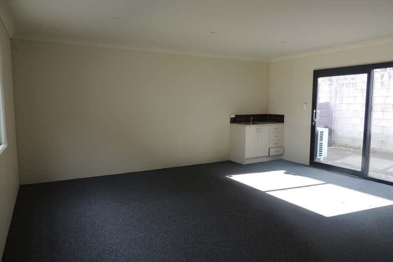 8/30 Octal Street Yatala QLD 4207 - Image 2