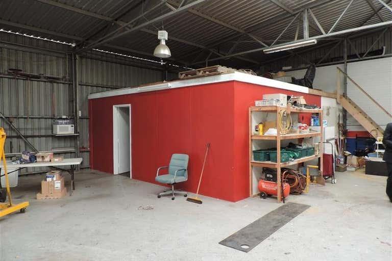 2/33 Laurence Road Walliston WA 6076 - Image 2