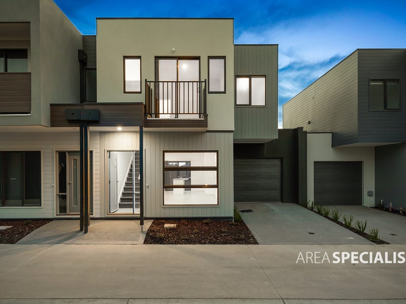 8 Cassius Cct, Cranbourne North