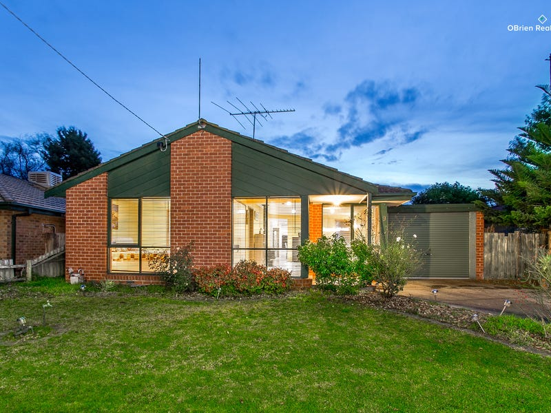 9 Plaistow Court, Cranbourne North