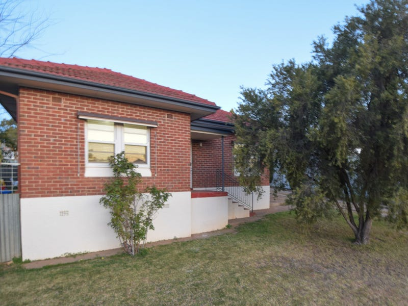 1 Blackett Avenue, Young, NSW 2594