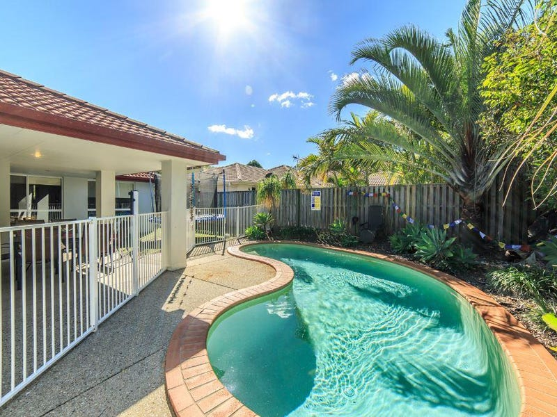 8 Williams Place, Pacific Pines