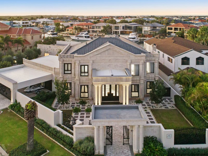 1-3 Queen Guineveres Place, Paradise Point, Qld 4216