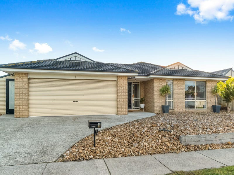 13 Butterfield Place, Cranbourne East