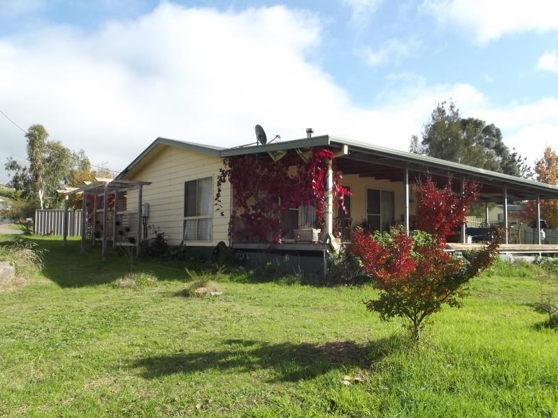 13 Travers Street, Adelong, NSW 2729