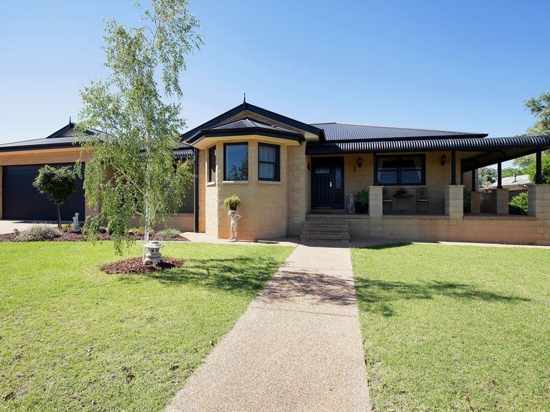 7 STINSON STREET, Coolamon, NSW 2701