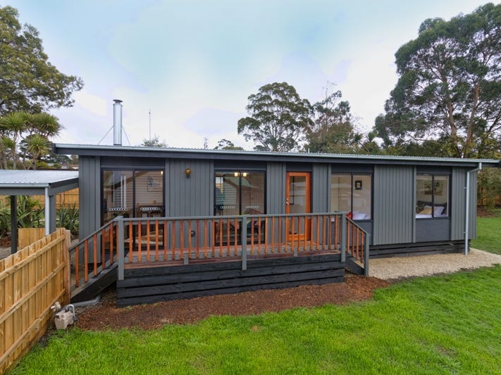 21 Russell Avenue, Woodend