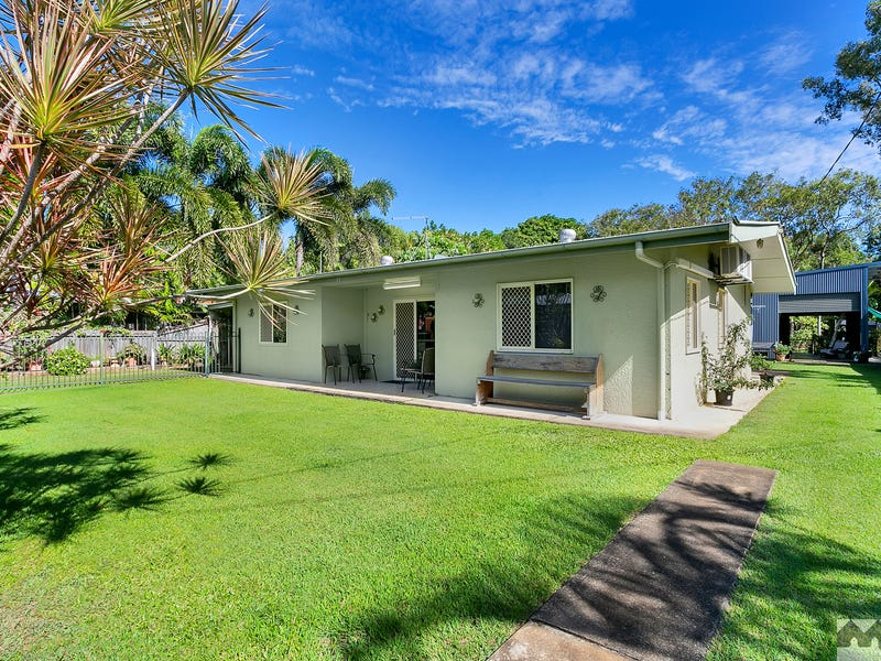 94 Machan Street, Machans Beach, Qld 4878