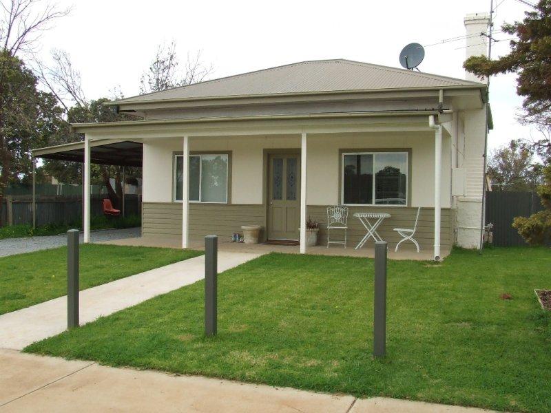 17 Loughnan, Coolamon, NSW 2701