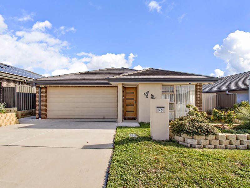 49 Harold White Avenue, Coombs