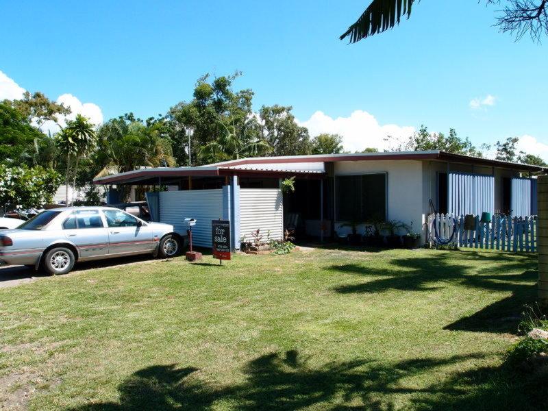 17 Coral Street, Saunders Beach, Qld 4818
