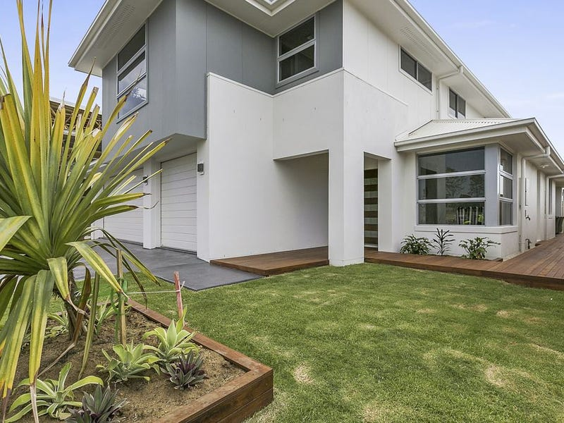 2 Commodore Place  (off Hargreaves Road), Manly West