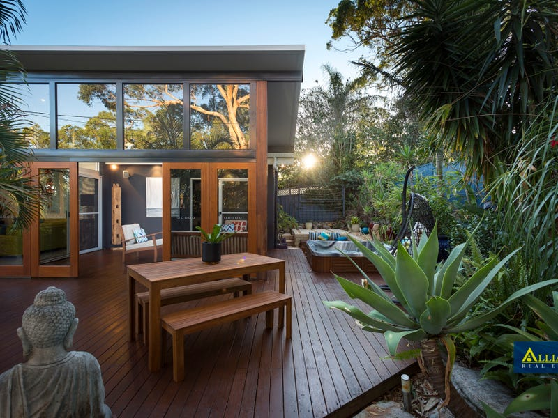 910 Henry Lawson Drive, Picnic Point