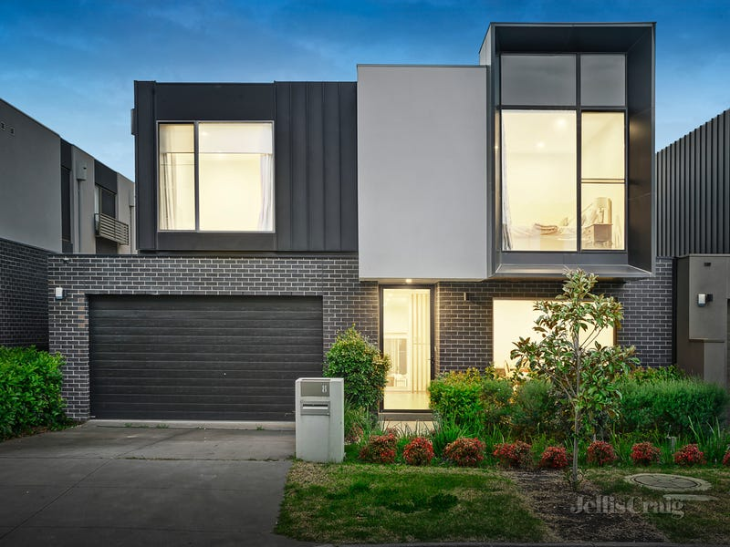 8 Moreton Close, Kew