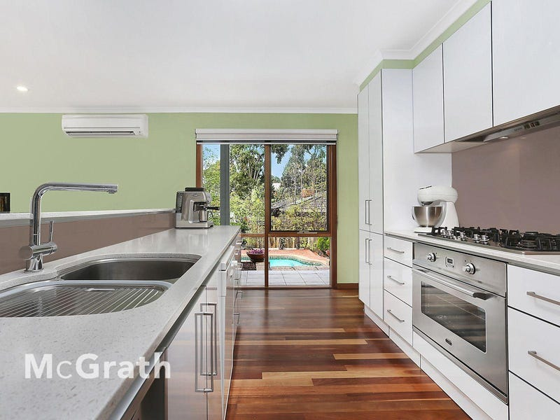 10 Woodview Court, Wheelers Hill