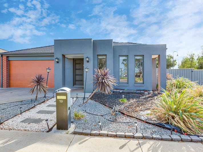 19 Moonglow Crescent, Maddingley, Vic 3340 - Property Details