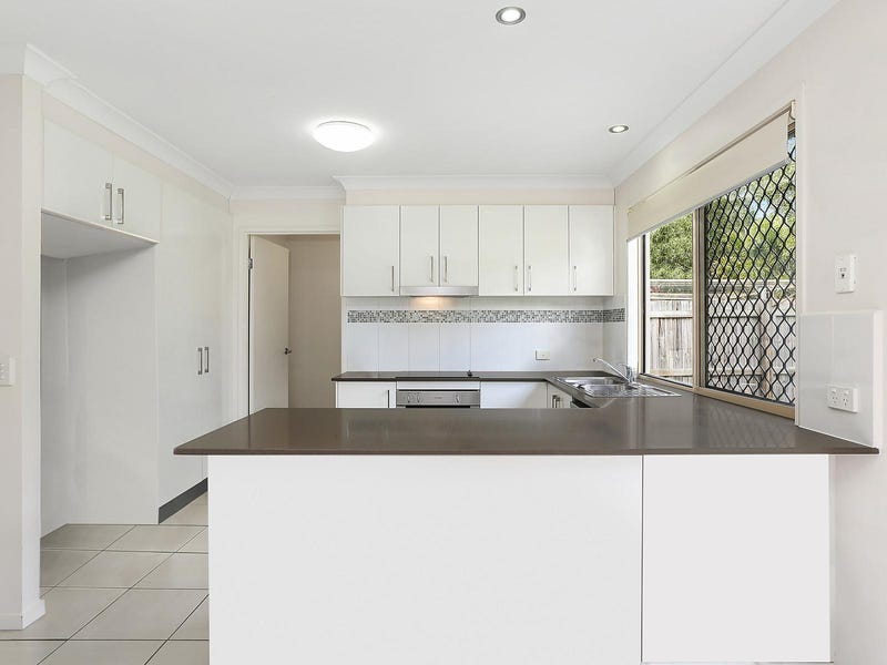 2/20 Barton Avenue, Southport