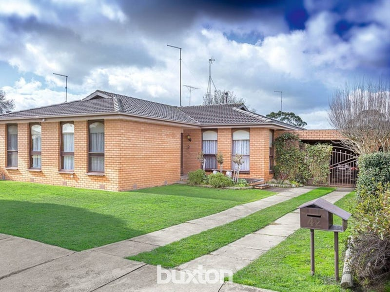 42 Lake Street, Wendouree, Vic 3355