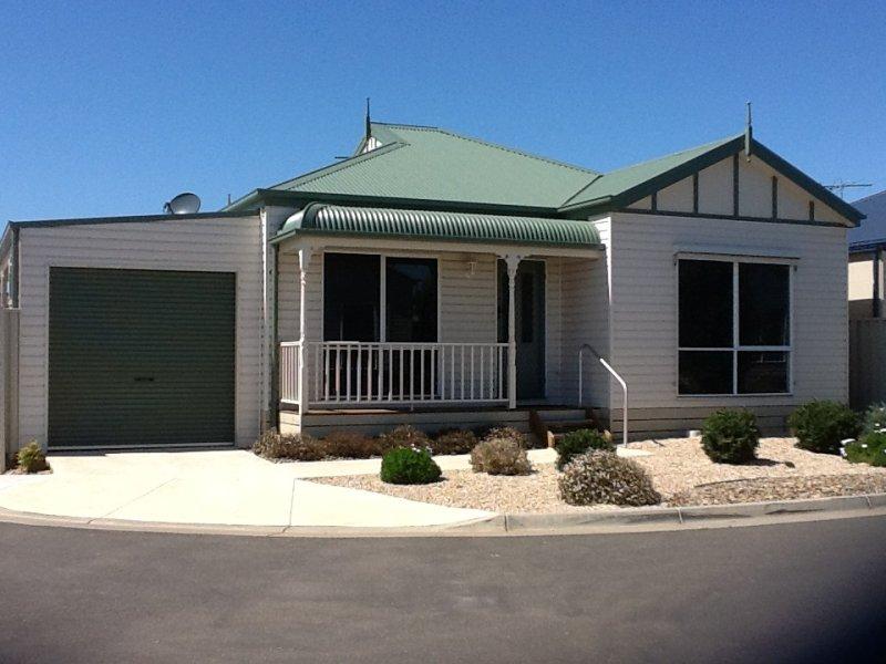 2 150 bulban road werribee vic 3030 property details. Black Bedroom Furniture Sets. Home Design Ideas