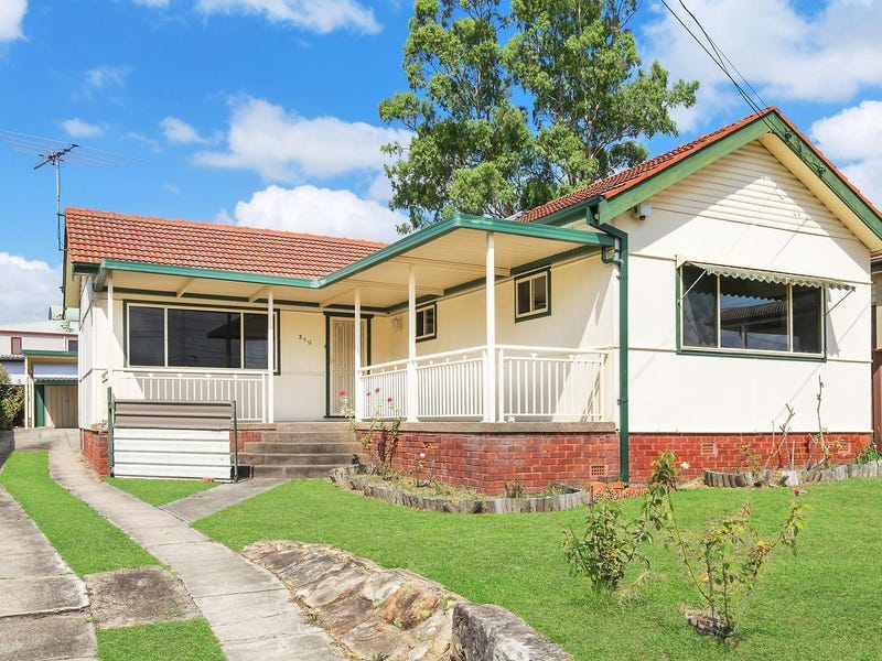 209 Henry Lawson Drive, Georges Hall