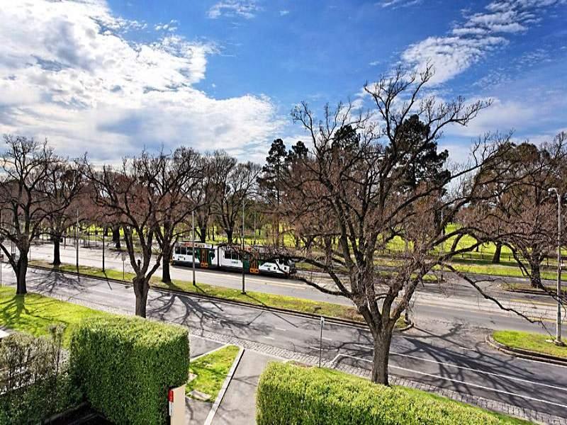 313 445 Royal Parade Parkville Vic 3052 Property Details