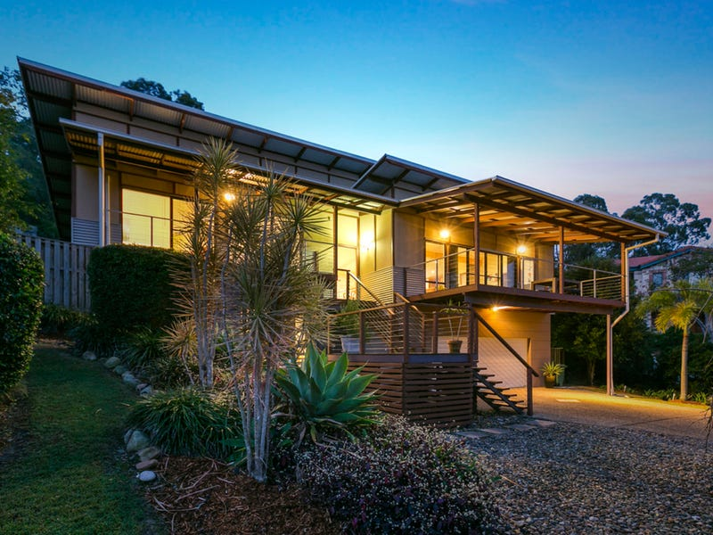 16 Clipperton Chase, Pacific Pines
