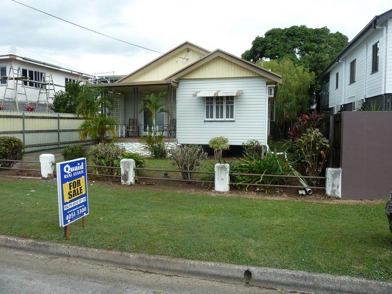 27 Hill Street, Manunda, Qld 4870