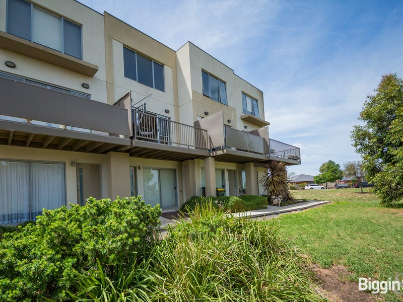 22/1 Clearwater Rise Parade, Truganina, Vic 3029