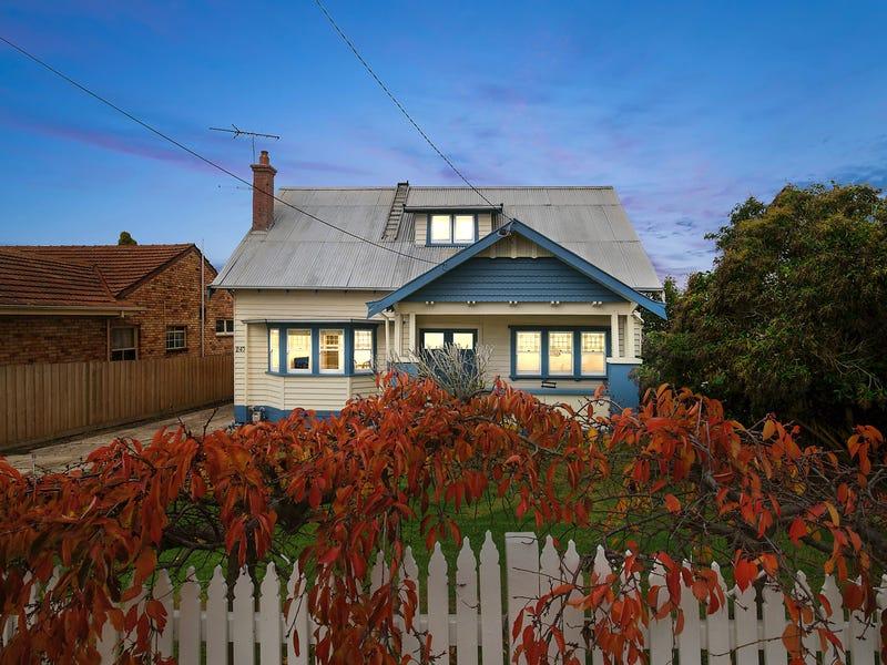 247 Autumn Street, Manifold Heights