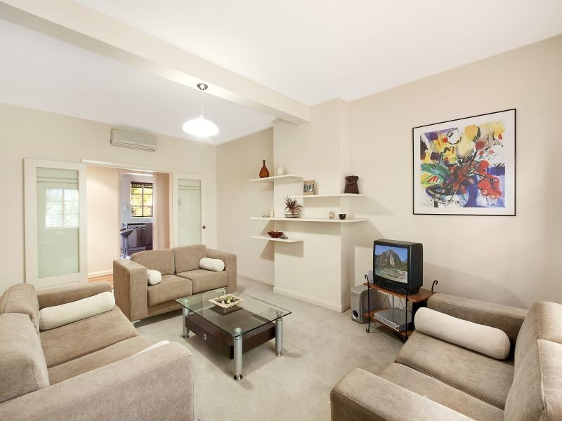 2/58 Queens Road, Melbourne