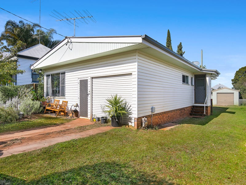 8 Delacey Street, North Toowoomba