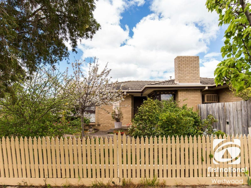 34 Strathmore Crescent, Hoppers Crossing