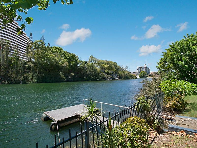 4 Lakeland Key, Broadbeach Waters